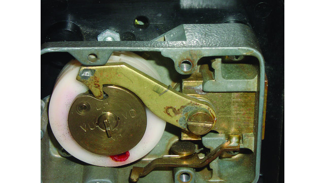 Manipulation For Mechanical Combination Safe Locks