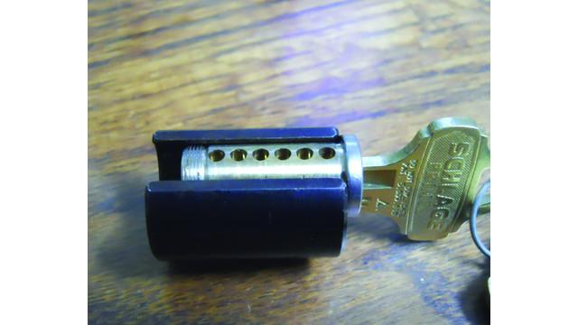 12rotateplugforpintumblers_10279115.jpg