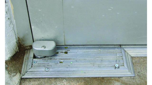 floorcloser_10279098.jpg