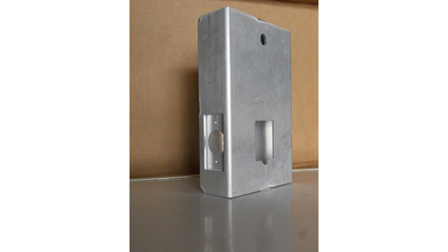 15aluminumgatebox_10684746.eps