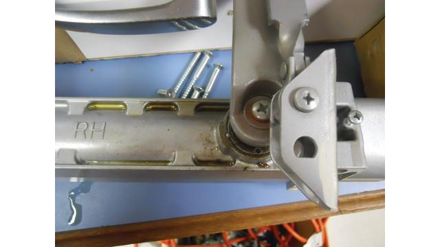 leaking-door-closer_10735815.psd