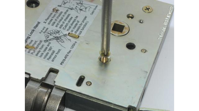 22--install-screws_10744649.tif