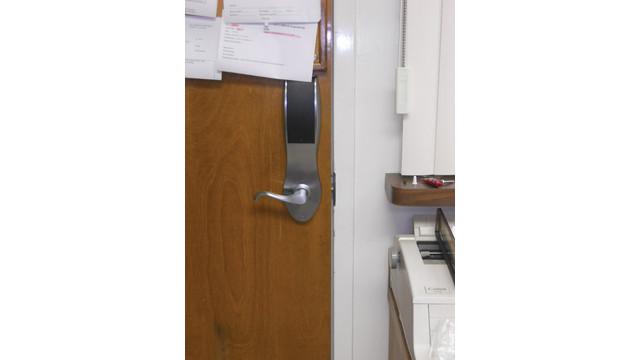 02--door-lock-edge-aligned_10752607.tif
