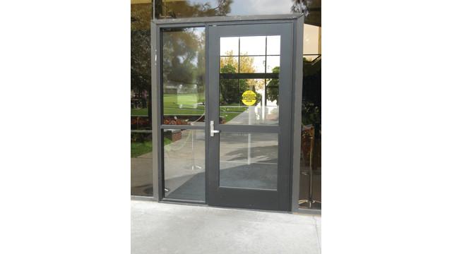 automatic-door_10796650.tif