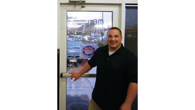 manager-and-door-sensor_10888260.tif