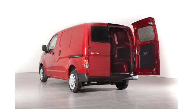 2013-nv200-rear-french-doors_10939844.psd