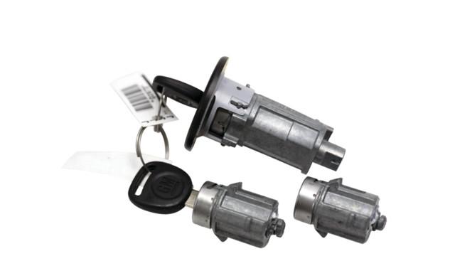 strattec-7024637-lock-set_11078274.psd