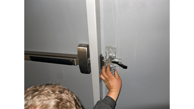 ddi-79-locating-small-door-cha_11477191.psd