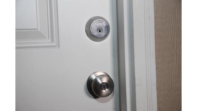 maxum-on-door_11597687.psd
